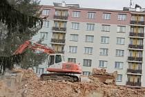 Bourání domu ve Vídeňské ulici.