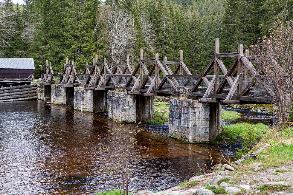 Hradlový most u Modravy, který je v dezolátním stavu a musí být rekonstruován.