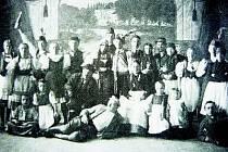 Ochotníci v Běšinech v roce 1922 po představení Maryša.