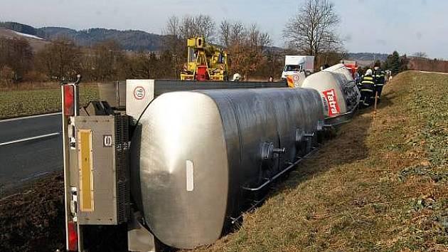 Nehoda cisterny u Mochtína