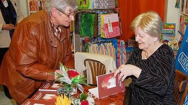 Seniorka Jarmila Smrčková představila svoji knihu Dech života.