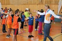 Děti v Plánici si zatrénovaly s plážovými volejbalistkami Markétou Slukovou Nausch a Barborou Hermannovou.