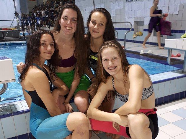 Klatovské plavání na zimním mistrovství ČR dorostu a dospělých v Plzni reprezentovaly zleva Gabriela Krůsová, Alena Hašková, Lucie Hořejší a Julie Novosádová.