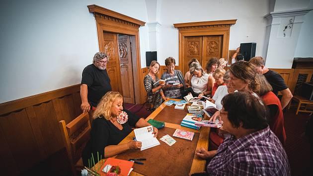 Beseda s Halinou Pawlowskou v rámci dnů kulturního dědictví v Klatovech.