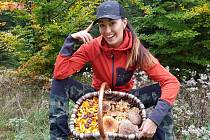 Šumavská houbička Lucie Drozdová ze Sušice se svými úlovky během celého roku.