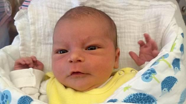 Daniel Spolek z Klatov (3690 g, 52 cm) se narodil v klatovské porodnici 25. března ve 14.28 hodin. Rodiče Veronika a Jan přivítali prvorozeného očekávaného syna na světě společně.