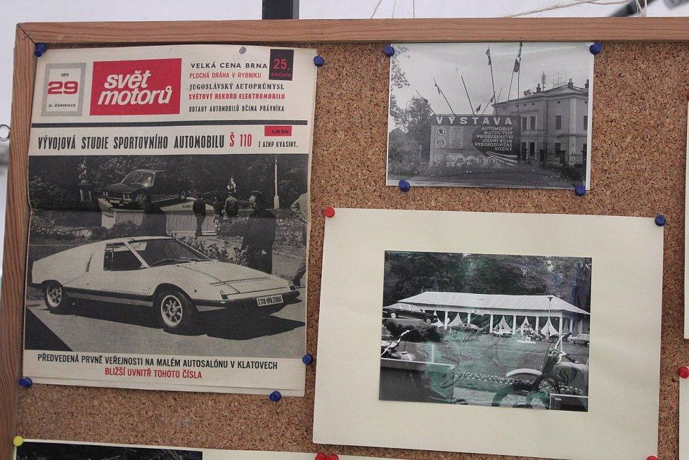 Výstava k 50 letům autosalonu v Klatovech se konala na srazu škodovek v Běšinech.