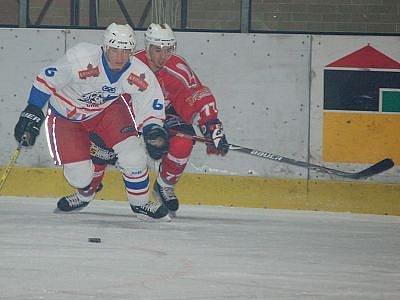 Klatovští druholigoví hokejisté v zápase sedmnáctého kola druholigové skupiny Západ porazili vysoko 10:1 Lvy ze Slaného.
