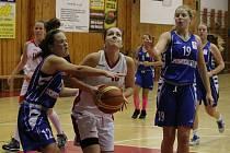 Liga kadetek U17 2016/2017: BK Klatovy (bílé dresy) - BK Kralupy Junior 93:38