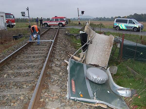 Při srážce s vlakem zahynul kůň