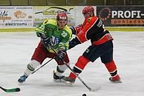 Hokejisté TJ Start Luby (na archivním snímku borci v černočervených dresech) porazili v okresním derby Sušici těsně 5:4.