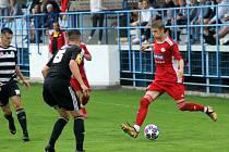 Fotbalista Jakub Brabec (na snímku s míčem).