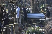 Na pohřeb Josefa J. na klatovském hřbitově dohlížela policie.