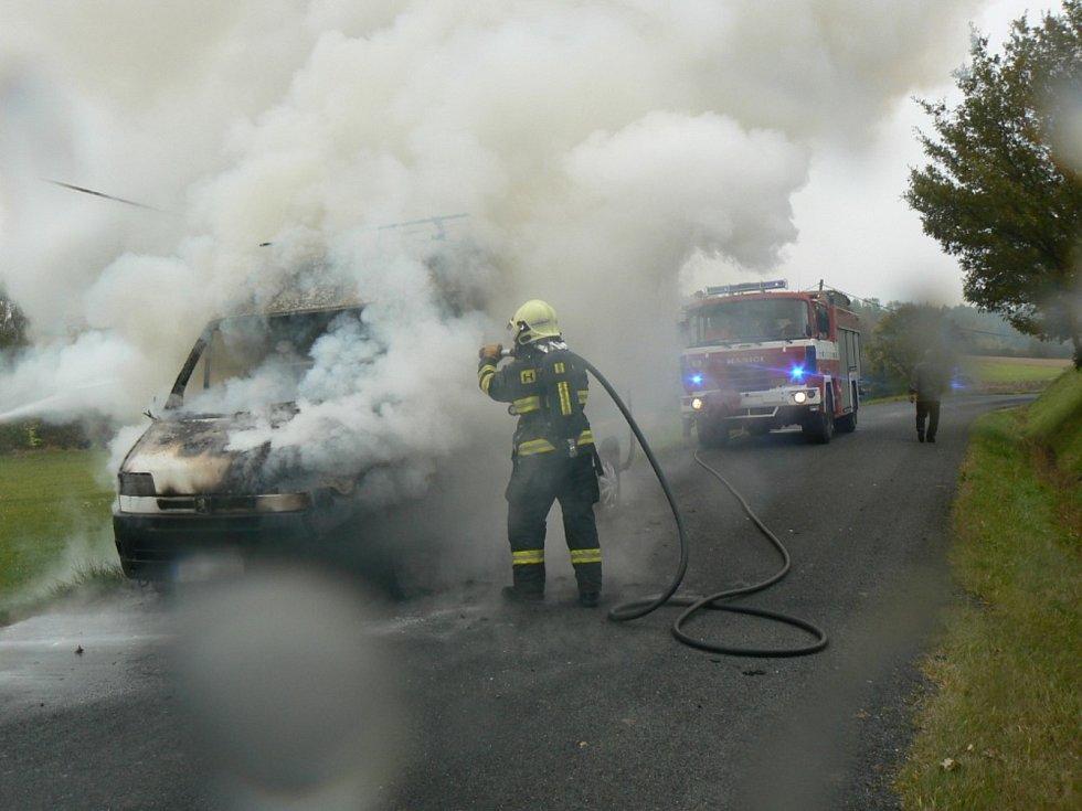 Požár dodávky u Kejnic.