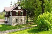 V obrozenecké době byly dokonce u pramene postaveny malé lázně s deseti vanami. Pacienti pobývali v blízké vesničce Vodolence.