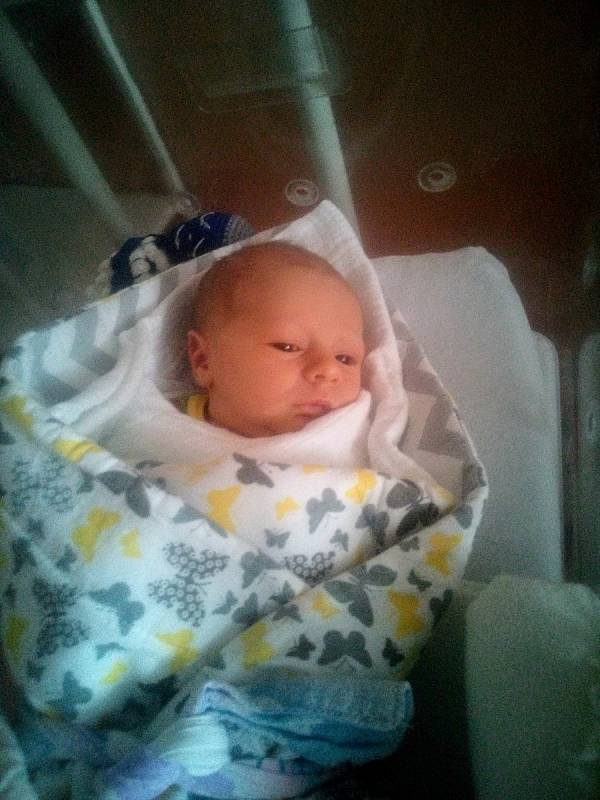 Jakub Kolář zMířenic se narodil vklatovské porodnici 21. září ve 22:12 hodin (52 cm, 3390 g). Na chlapečka se moc těšili maminka Pavlína a tatínek Martin.