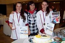 Tým SŠZP Klatovy na soutěži Gastro Hradec 2017. Zleva Pavla Doležalová, Eva Sedláčková a Vanessa Kantnerová.