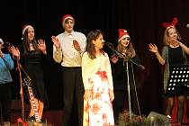 Vánoční charitativní koncert pačejovských školáků Nesem vám noviny aneb Děti dětem.