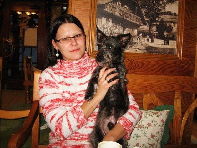 Eva Procházkové se svým třínohým psem Matýskem
