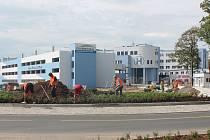 Dostavba nové Klatovské nemocnice jde do finále