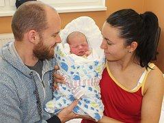 Samuel Motl ze Sušice (3580 g, 51 cm) se narodil v klatovské porodnici 16. listopadu v 1.27 hodin. Z narození syna se radují rodiče Lucie a Michal. Na svět ho přivítali společně.