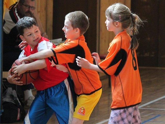 Basketbalový turnaj pro 1. a 2. třídy v Klatovech.