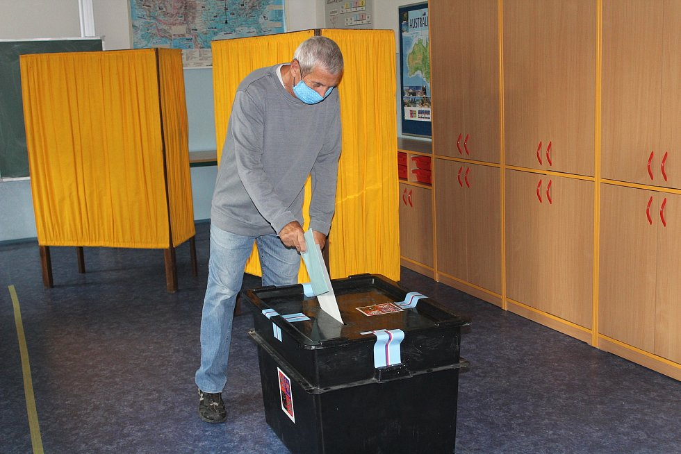 Volby v ZŠ Tolstého v Klatovech.