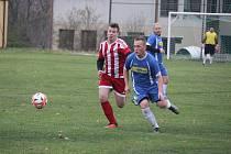 Fotbalisté Švihova (na archivním snímku hráč v modrém dresu) o víkendu nehrál.