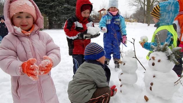 Děti si užívaly sněhové nadílky