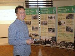 Přednáška Martina Niče v malé galerii muzea o dnech osvobození v květnu 1945.