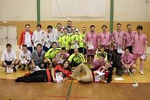 Tři nejlepší týmy z florbalového turnaje DDM Klatovy dospělých.