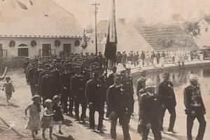 Historické snímky z Číhaně.
