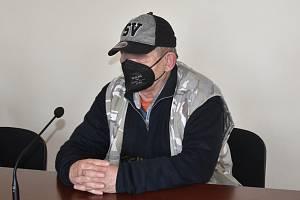 Josef M., který měl onanovat na nádraží, u klatovského soudu.