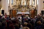 Hanka Křížková v kostele v Horažďovicích.