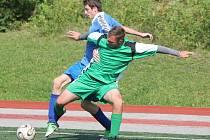 Klatovská Kapitol liga v malé kopané: Tady a teď Nýrsko (v modrém) - Veterans SK Chlistov 3:2.