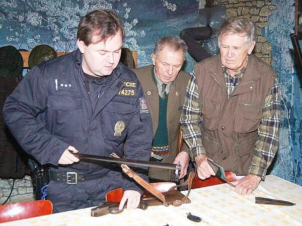 Policejní kontrola myslivců v Bolešinech