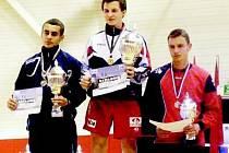 Horažďovický Petr Voruda (uprostřed) se stal o prvním červnovém víkendu ve Španělsku juniorským nohejbalovým mistrem Evropy v singlu.