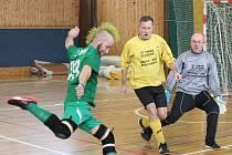Zimní amatérská liga v sálové kopané 2017/2018: Real Hybrid (zelené dresy) - ST Smrk.