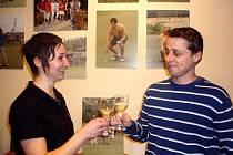 Při Štěpánském turnaji v Indoor Golfu Klatovy se nejvíc dařilo  Pavlu Královi a  Marii Sládkové. Vítězové si  po bitvě na hřišti Latrobe Country Club  na úspěch přiťukli