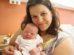 Iva Matasová z Nové Plánice (3390 g, 50 cm) se narodila v klatovské porodnici 3. června v 7.42 hodin. Tatínek Michal a maminka Iva přivítali očekávanou dcerku na svět společně. Ze sestřičky mají radost Adélka (8) a Anetka (5).