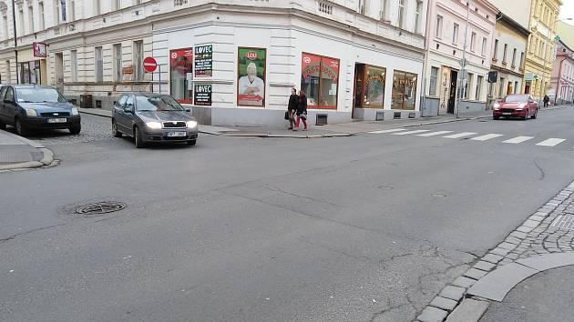 Pražská ulice v Klatovech v současné době.
