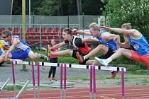 Klatovský atlet Václav Šilhavý (3. zprava) na 110 m př.