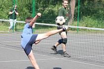 Nohejbalový turnaj trojic v Břežanech.