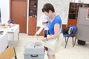 V pátek byla ve volební místnosti v Janovicích nad Úhlavou velmi malá účast, sobota nebyla ani jinde lepší.