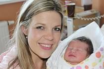 Evelína Kuboňová z Pařezova (3300 g, 51 cm) se narodila v klatovské porodnici 26. dubna v 18 hodin. Rodiče Kateřina a Lukáš přivítali očekávanou dceru na světě společně. Na sestřičku se těší Amálka (3).