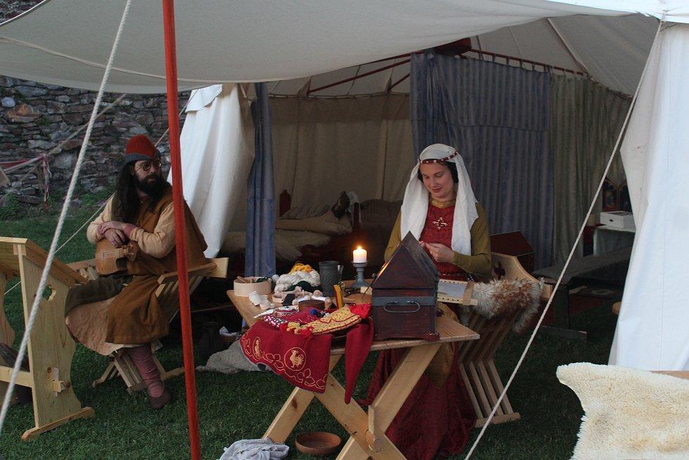 Na návštěvníky čekali středověcí šlechtici, hudebníci či zbrojnoši.
