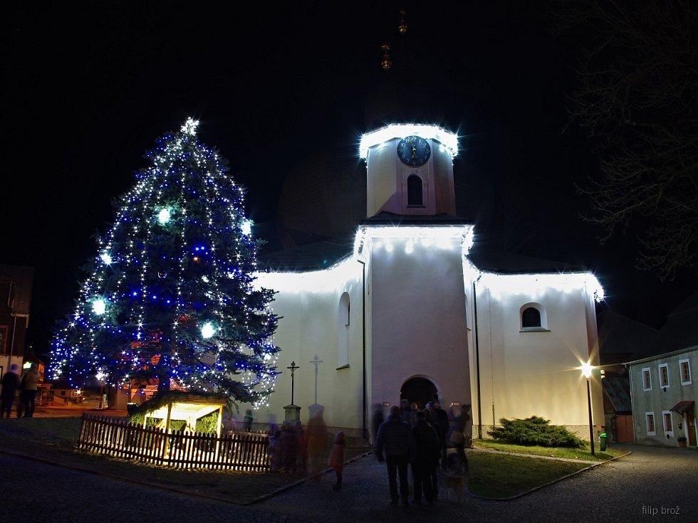 Vánoční strom v Železné Rudě.