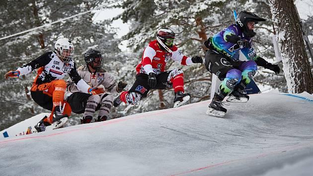 To byla jízda. Klatovský závodník Václav Kosnar (na snímku v červeném dresu) prožil vydařený třetí závod probíhající sezony v Ice Cross Downhillu, když ve finském Rautalampi obsadil páté místo.