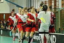 OBA DÍVČÍ VÝBĚRY klatovského Sport Clubu ve druhé lize dorostenek i juniorek Prahy a Středočeského kraje dominují. Z šestnácti zápasů dohromady vyhrály hned čtrnáct duelů.