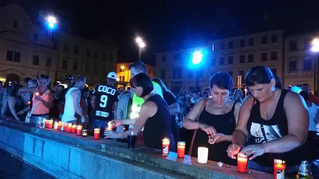 Lampionový průvod na památku mladého taxikáře v Klatovech.